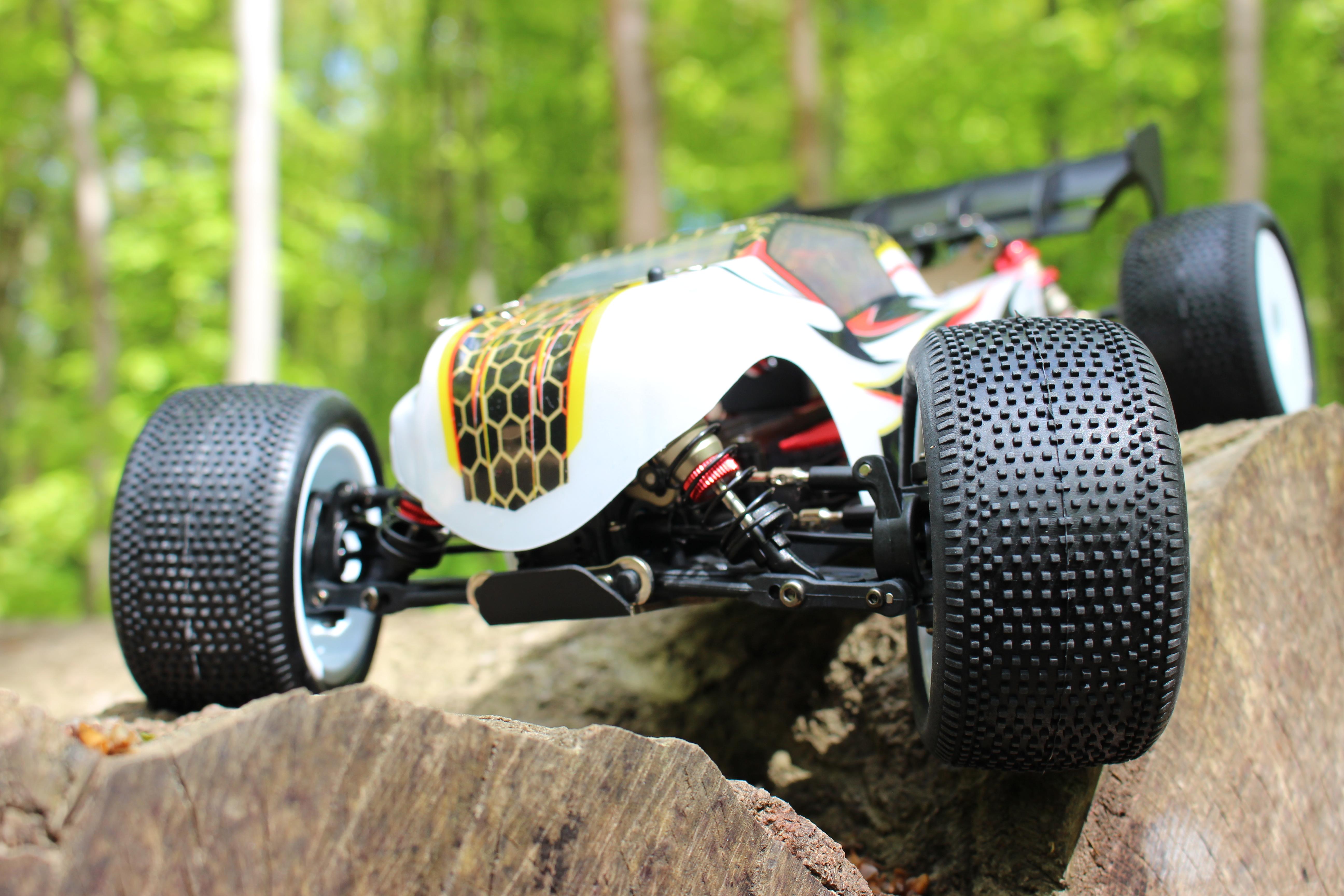 LC-Racing-Truggy