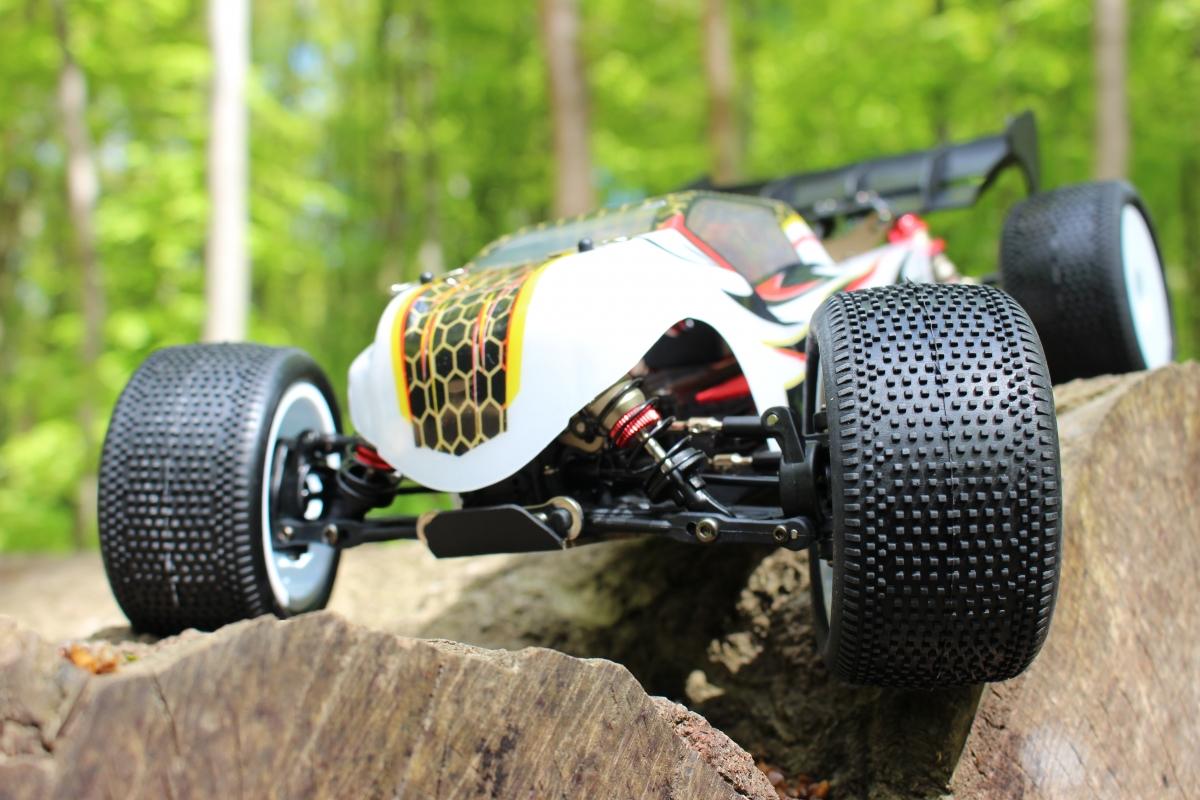 LC-Racing-Trugy-1-3